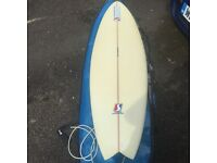 Surfboard - 5'10 fish board - never used