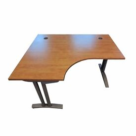 USED EXECUTIVE DESKS. 6 AVAILABLE. FREE FAST DELIVERY AND INSTALLATION