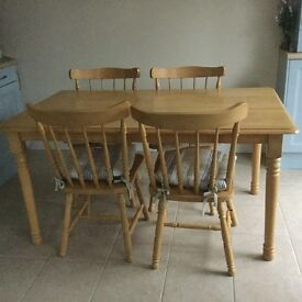 Rectangular table in good condition oak finish.