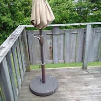 Patio Umbrella 9ft! High quality including stand.