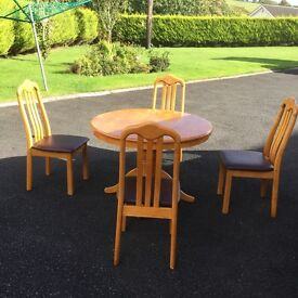 Circular Table with 4 Chairs
