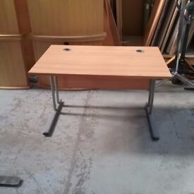 Office desk with metal legs in maple colour