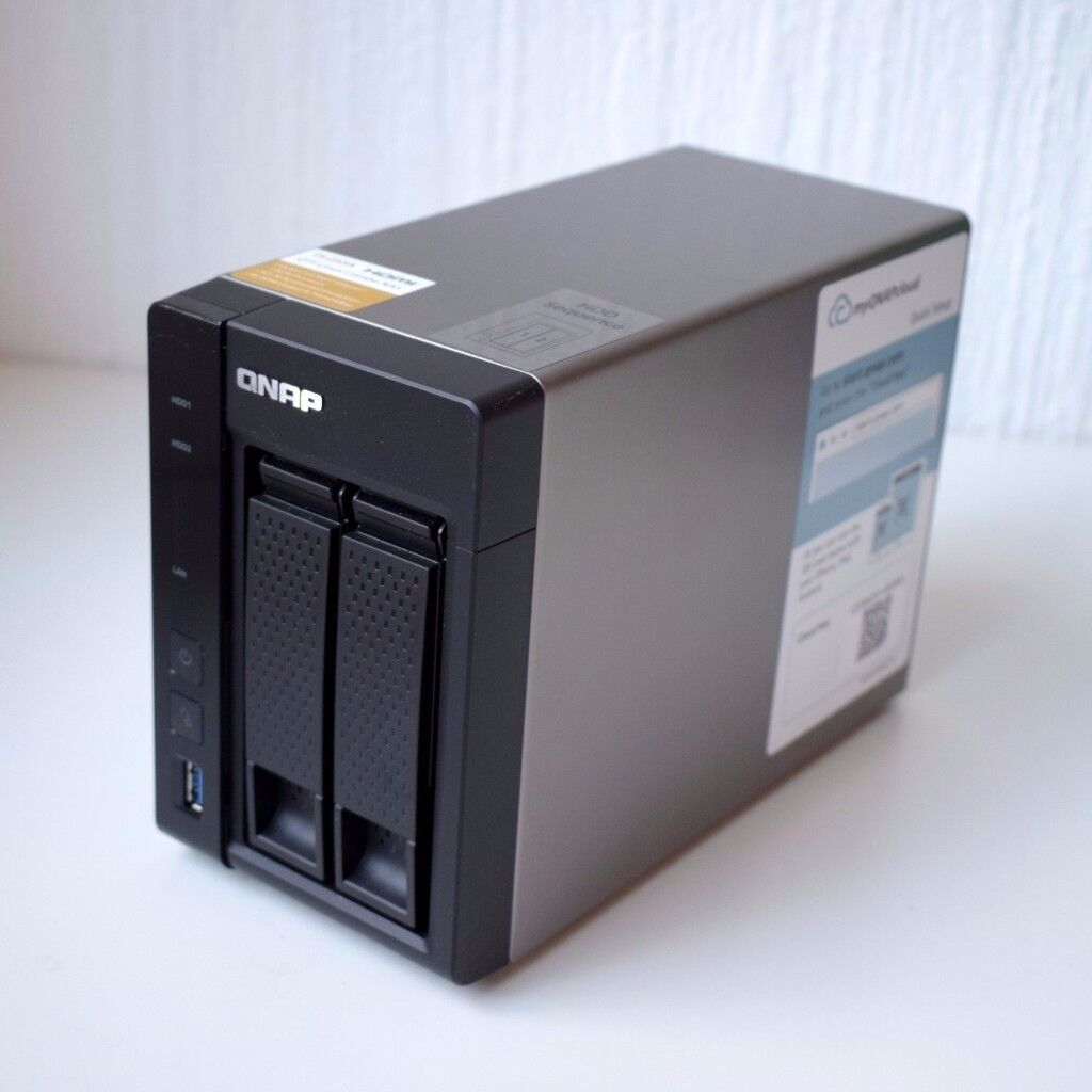 QNAP TS-253A-4G 2 bay NAS Storage + 2x3TB WD Red Hard Drives. Barely used, like new /mint condition
