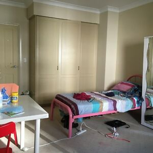 Looking 1 or 2girls to have private space+own bath-3mins to train Burwood Burwood Area Preview