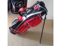 junior golf bag with built in stand