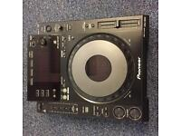 Pair of pioneer CDJ 900 + DJM2000 mixer