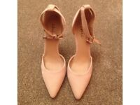 LOVELY (BRAND NEW) BEIGE COLOURED HIGH HEEL SHOES (SIZE 6)