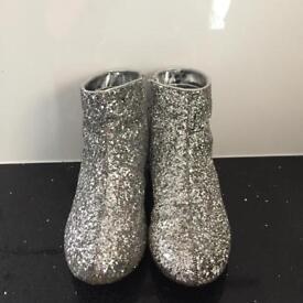 Girls silver glitter boots - size 1