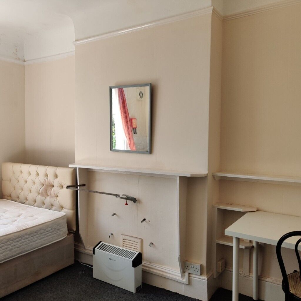 ** Studio with NO Bills NO Fees Nice & Convenient part of London PRIVATELY £575. Agent valued @ £675