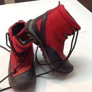 Kamiya Hikinh Boots - youth size 1- red/black (sku: Z14887)