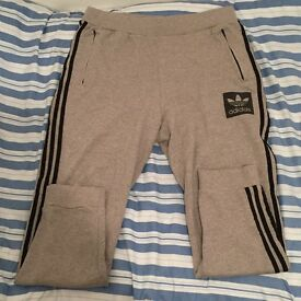 Adidas origanial stylish tack pants XL
