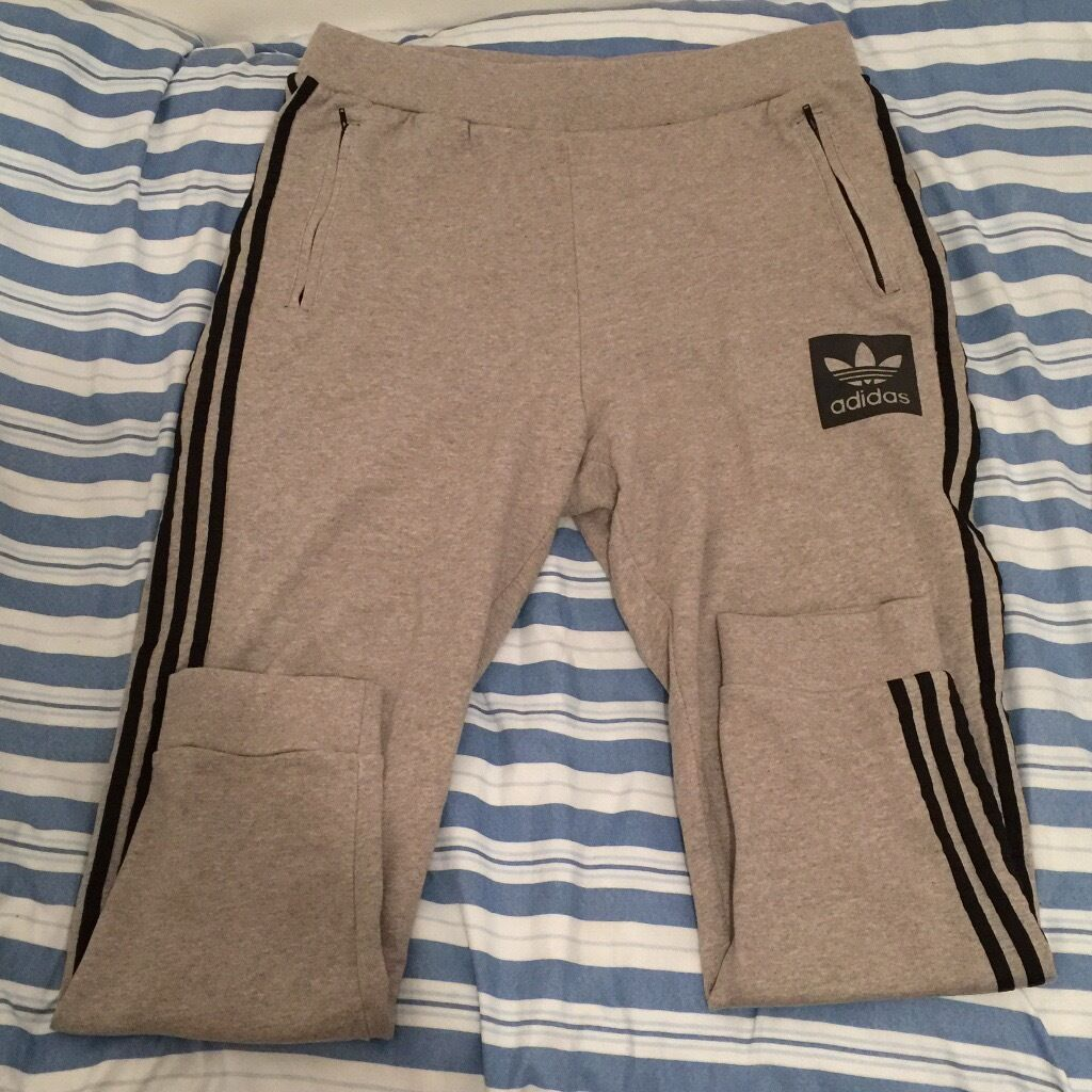 Adidas origanial stylish tack pants XL