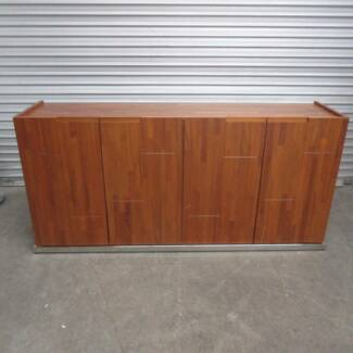 SIDEBOARD / ENTERTAINMENT UNIT / CABINET – MODERN TIMBER LOOK