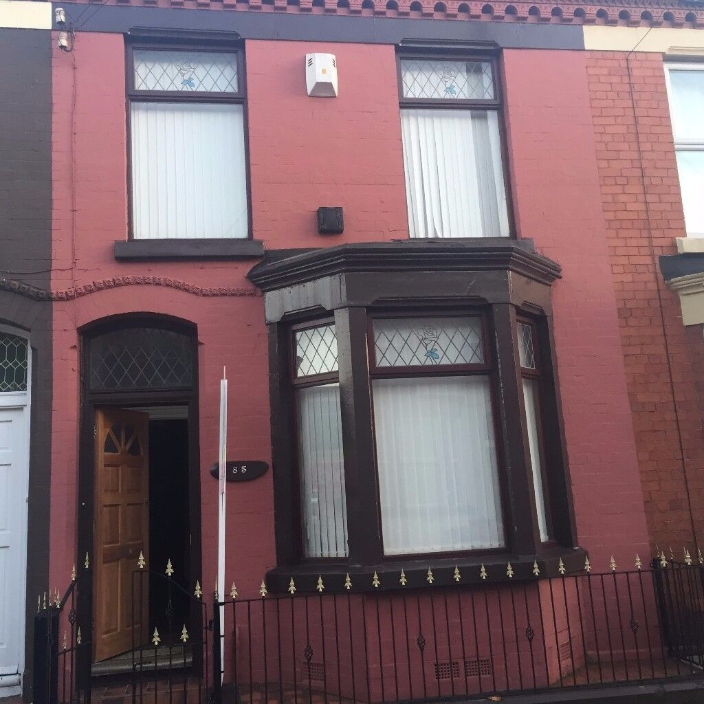 Lovely 3 Bed terrace house with GCH. in Rosslyn St. 5 Minutes' walk from Lark Lane and Sefton Pk.