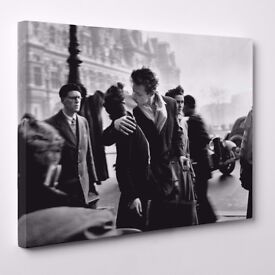 Canvas - The kiss by the town hall - Robert Doisneau