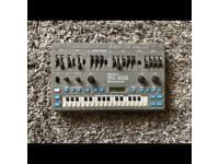 Roland MC 202 - Synthesizer / sequencer