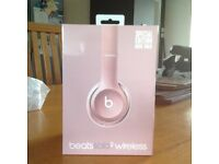 Beats Solo 2 wireless in rose gold