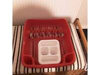 Dish drainer and cutlery set
