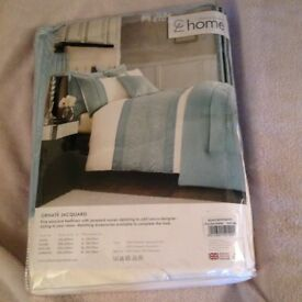 Catherine Lansfield king size duvet - NEW