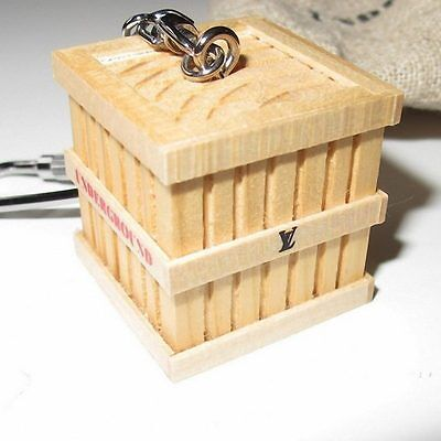 "LOUIS VUITTON 2009 Opening KEY RING VIP ""TRUNK UNDERGROUND""  Wood Collectors New"
