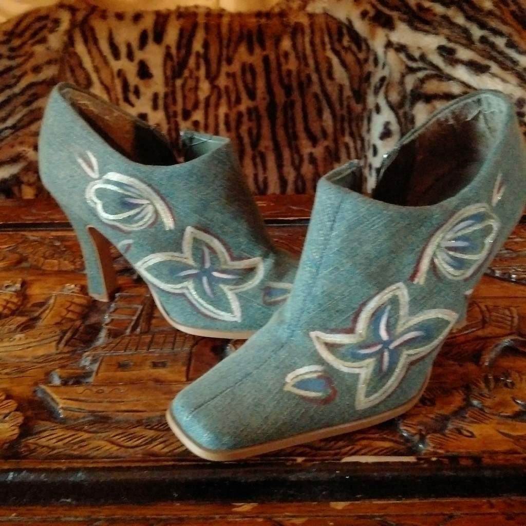 Ladies Denim Size 5 shoes