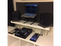 Complete Traktor DJ setup! Z2 Mixer,X1 & F1 controllers plus M-audio monitors,deckstand & all boxes!