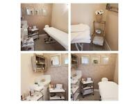 Beautiful beauty Room to rent in a friendly salon