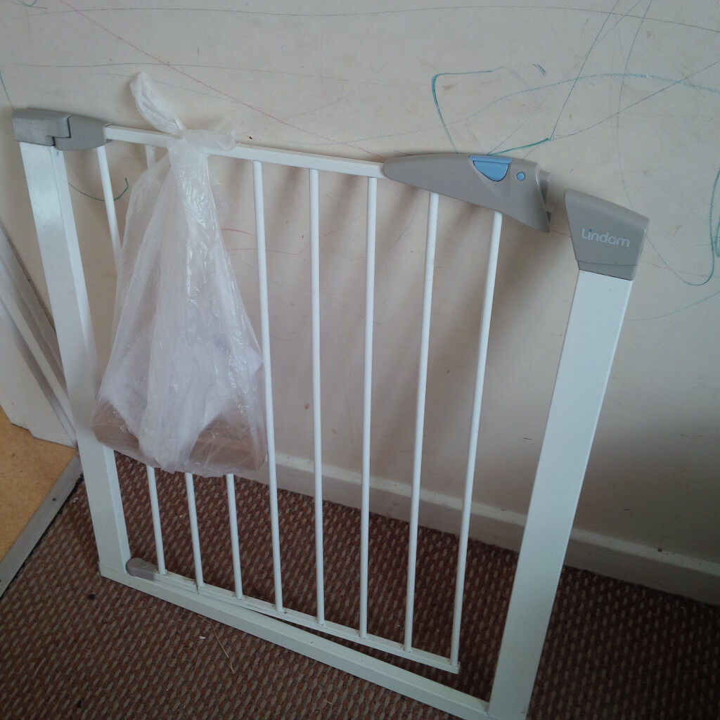 Lindam easy fit wood & metal safety gate (with instructions.