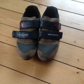Men's cycling shoes with cleats. Size 11 (46). In good condition.