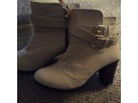 Ladies boots size 5 brand new never worn