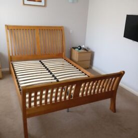 Double wooden sleigh bed
