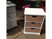 White chest drawers with 3 baskets