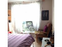 Spacious & Bright Double Room next to Columbia Road Available in August