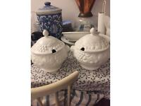 Set of two serving pots ceramic kitchen decoration with lids