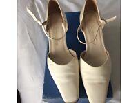 Ladies ivory silk Gabriella Lucido wedding shoes size 3