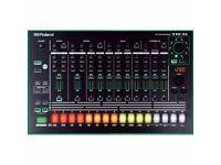 Roland Aira Tr8 808 909 drum machine boxed