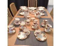 Royal Albert Old Country Rose Dinner Service