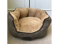 NEW Wainwrights dog bed 23 x 53 x 46cm