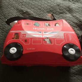 Red bus trunki