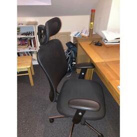 Ergonomic swivel chair