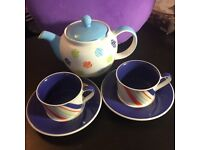 Whittard of Chelsea teapot and teacups & saucers set