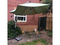 Giant parasol with stand and one base weight