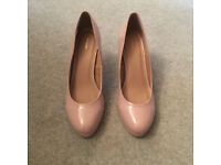Ladies shoes, size 6, worn once only