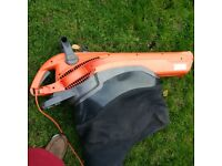 electric garden vac and blower in one in excellent condition