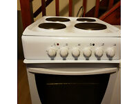 Indesit electric Cooker with Grill and 4 hobs. Clean as new. Delivery