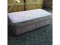 SINGLE DIVAN BED WITH STORAGE DRAWERS