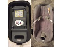 Maxi Cosi Pebble Car seat in Grey and family fix IsoFix
