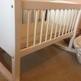 Jojo mama Bebe rocking crib