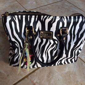 Paul's Boutique handbag- great condition!