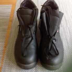 New leather steel toe cap safety boots 8 & 9